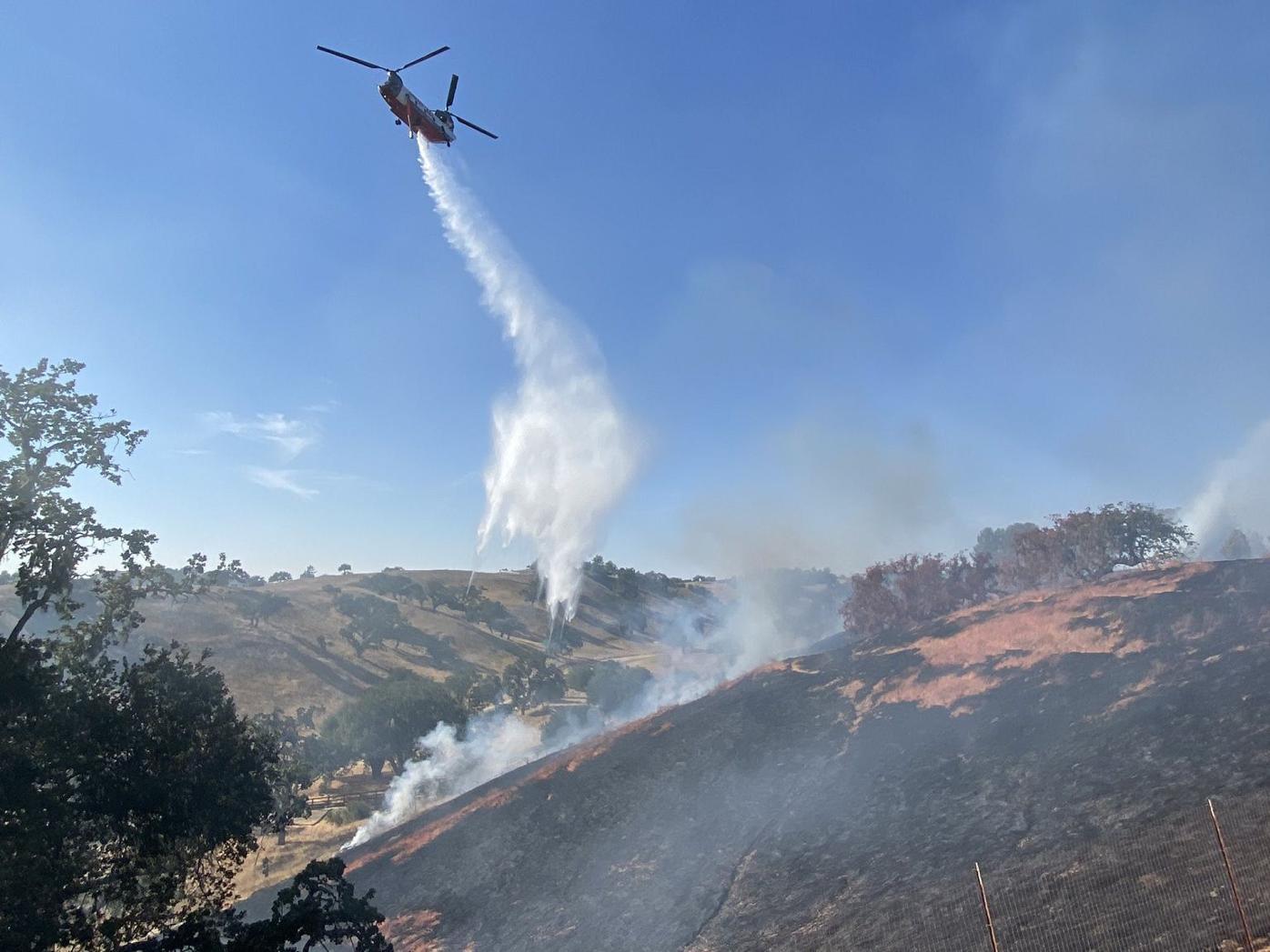 090621 Caballo fire big helo water drop.jpg