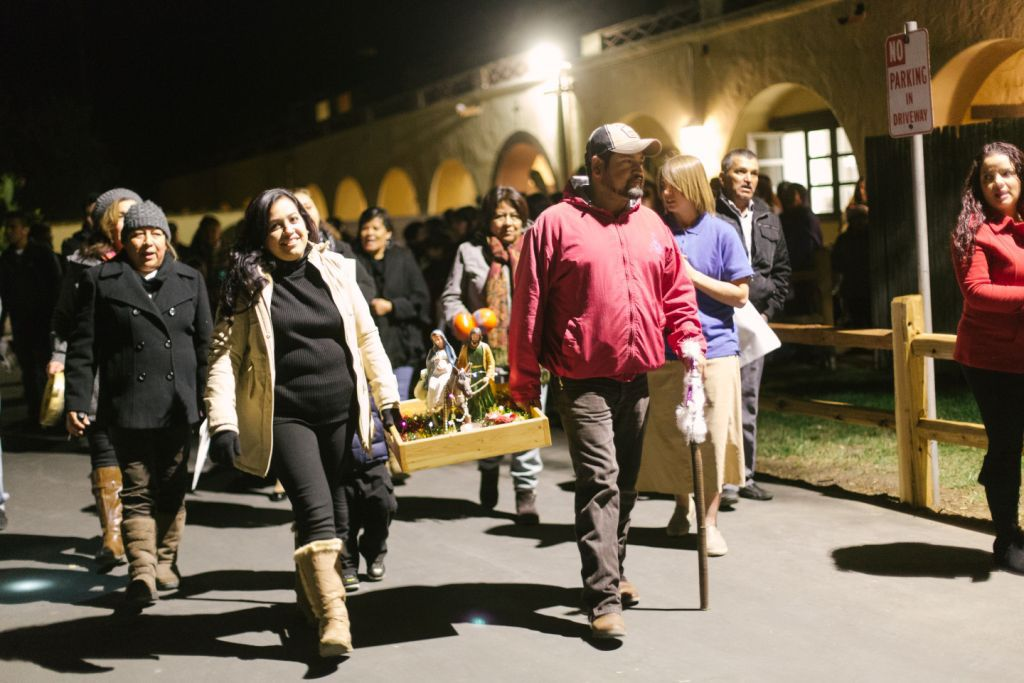 Pilgrims seek shelter at the annual Posado at the Santa Ynez Mission on Saturday night (SPANISH)