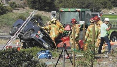 Pickup hits Caltrans tractor on Highway 101 | Local News