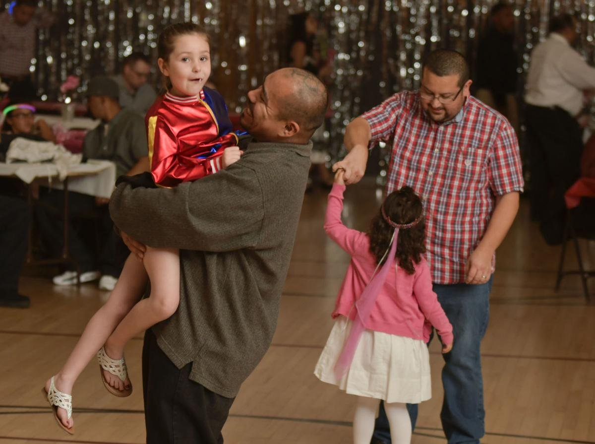 Lompoc S Father Daughter Sweetheart Dances Back In Full Swing Local News Santamariatimes Com