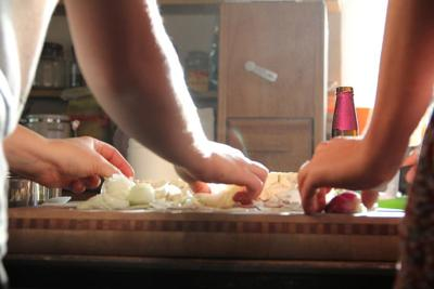 Photo stock people cooking in kitchen