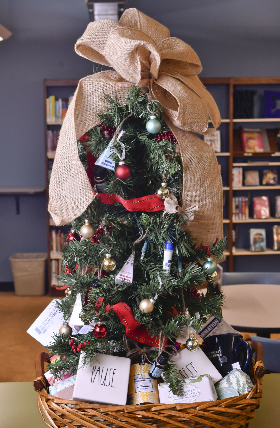 s Friends of Lompoc Library raffles off decorated Christmas