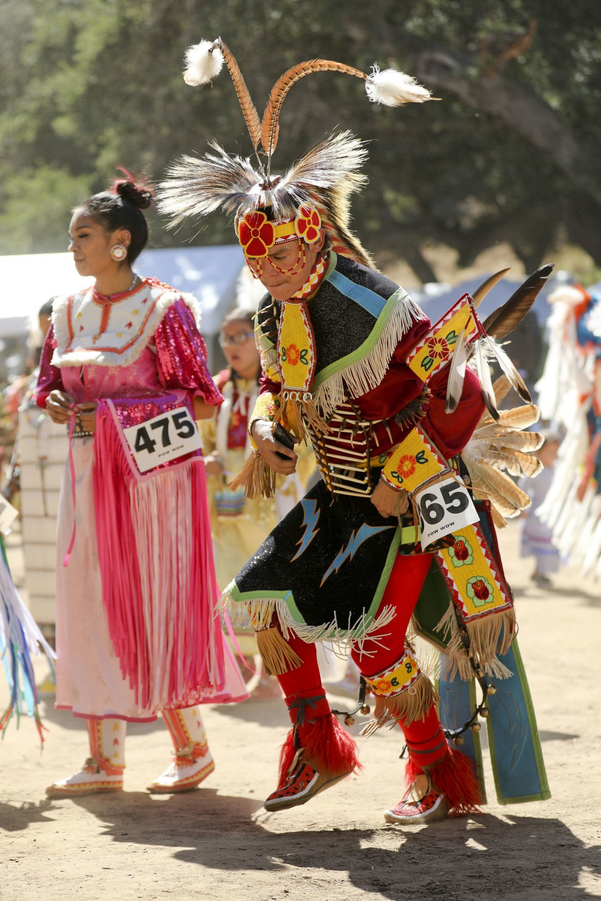 Dancers gather for 2019 Chumash Inter-Tribal Pow Wow (Spanish)