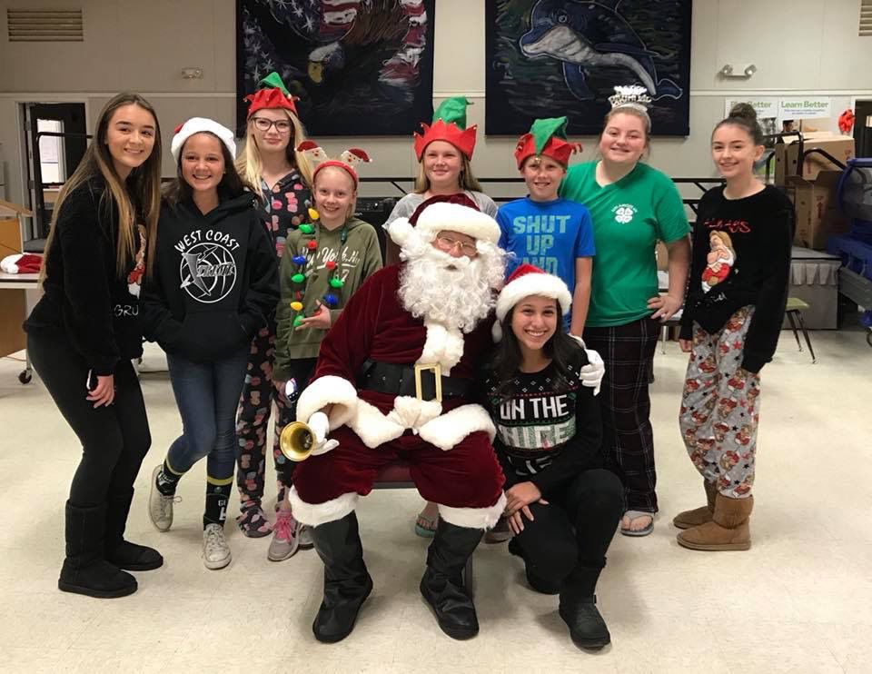 Los Amigos 4-H Club holds holiday-themed meeting