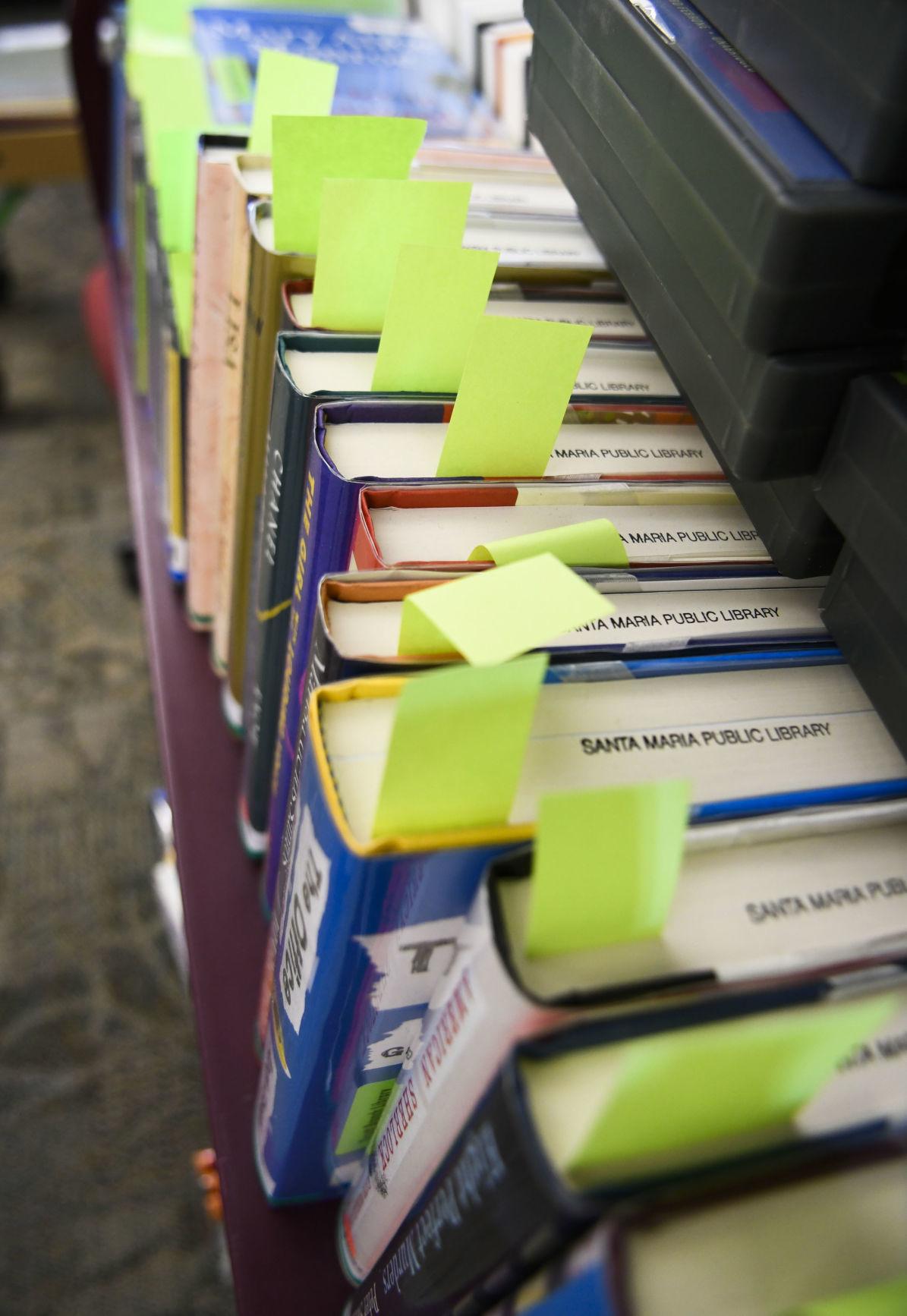 062420 SM Library curbside pickup 02.jpg