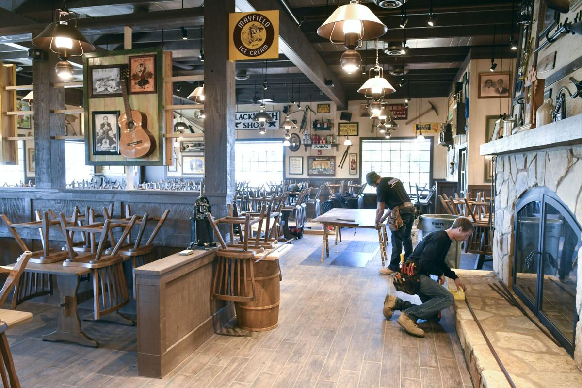 Cracker Barrel Old Country Store To Hire For 225 Positions In Santa