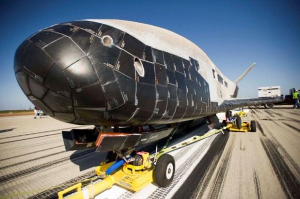 X-37B lands this morning at Vandenberg AFB 01