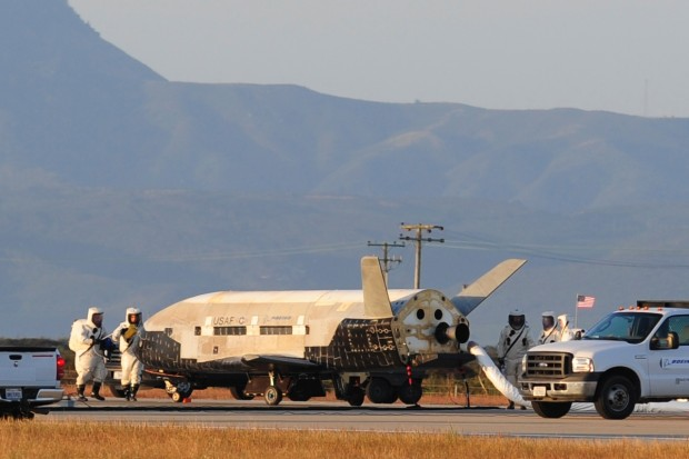 X-37B lands this morning at Vandenberg AFB 02