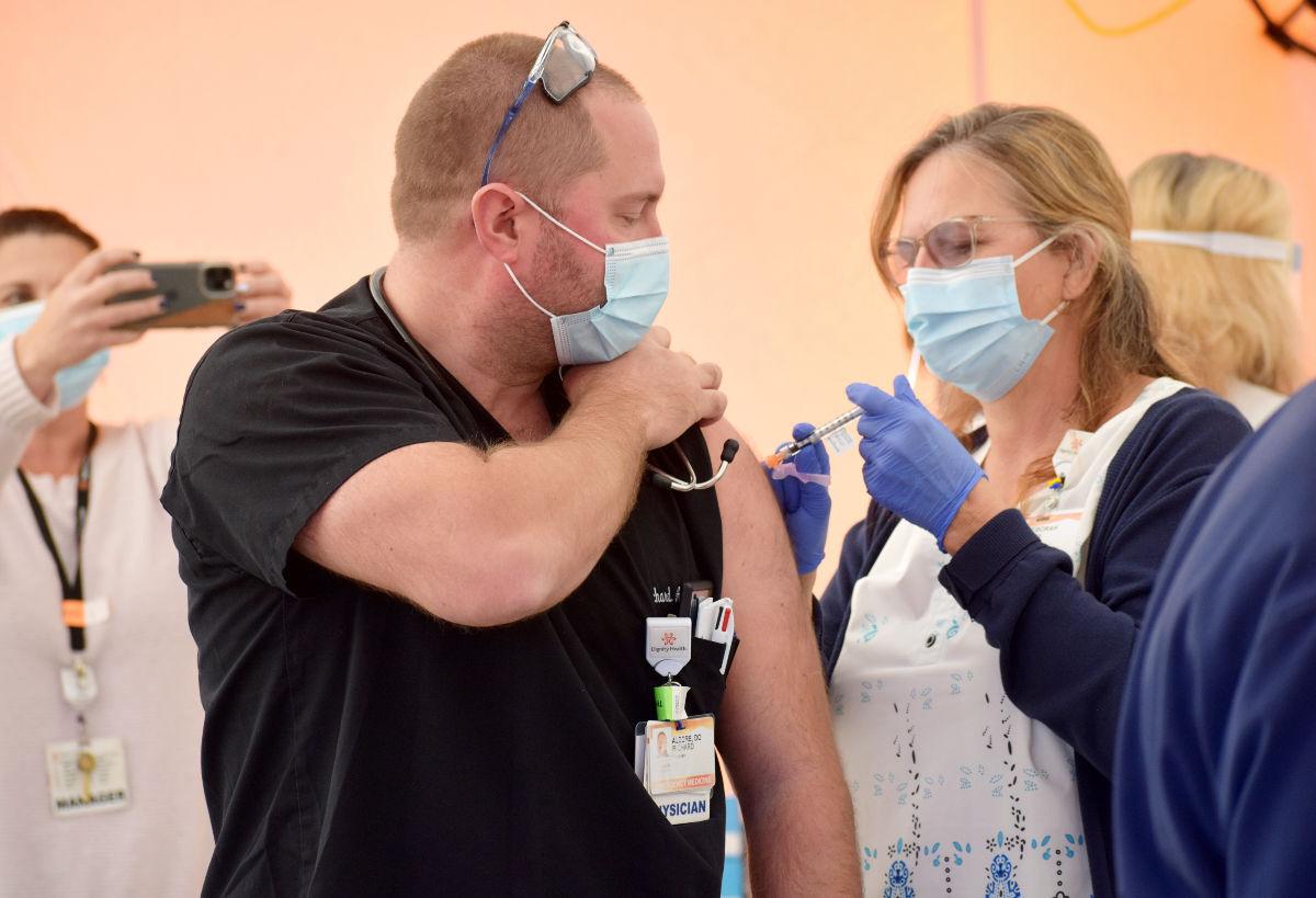 121720-smt-news-pfizer-vaccines-003