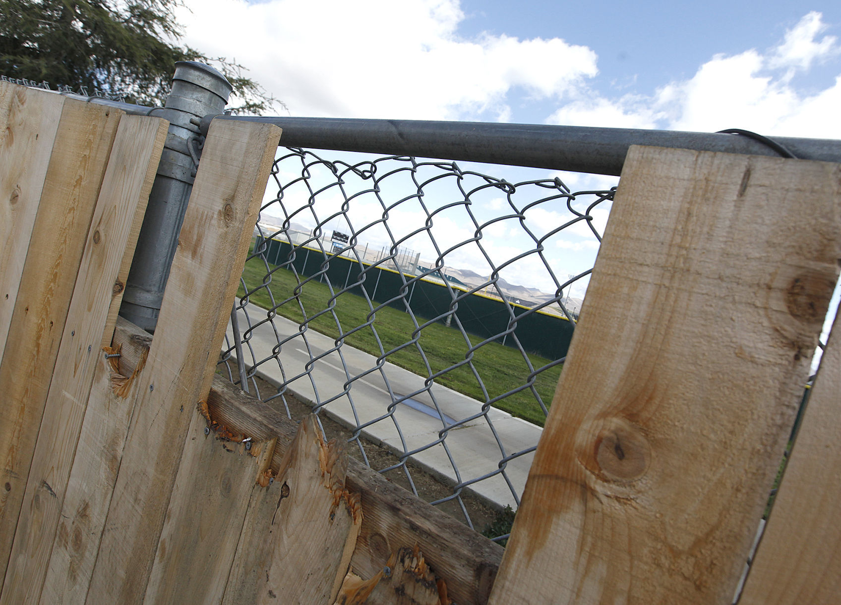 Fence separating high school from homes a problem, neighbors say ...