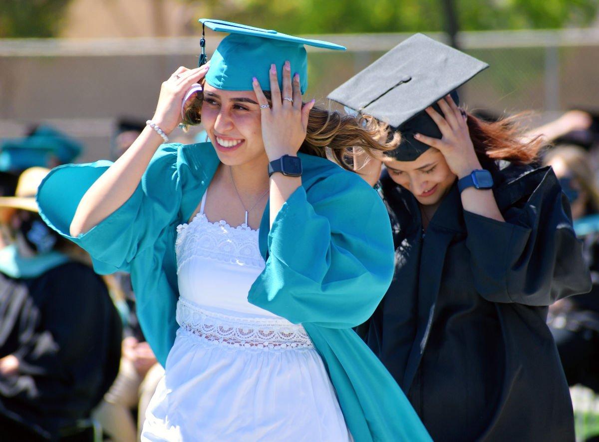 061121-smt-news-pv-high-graduation-001