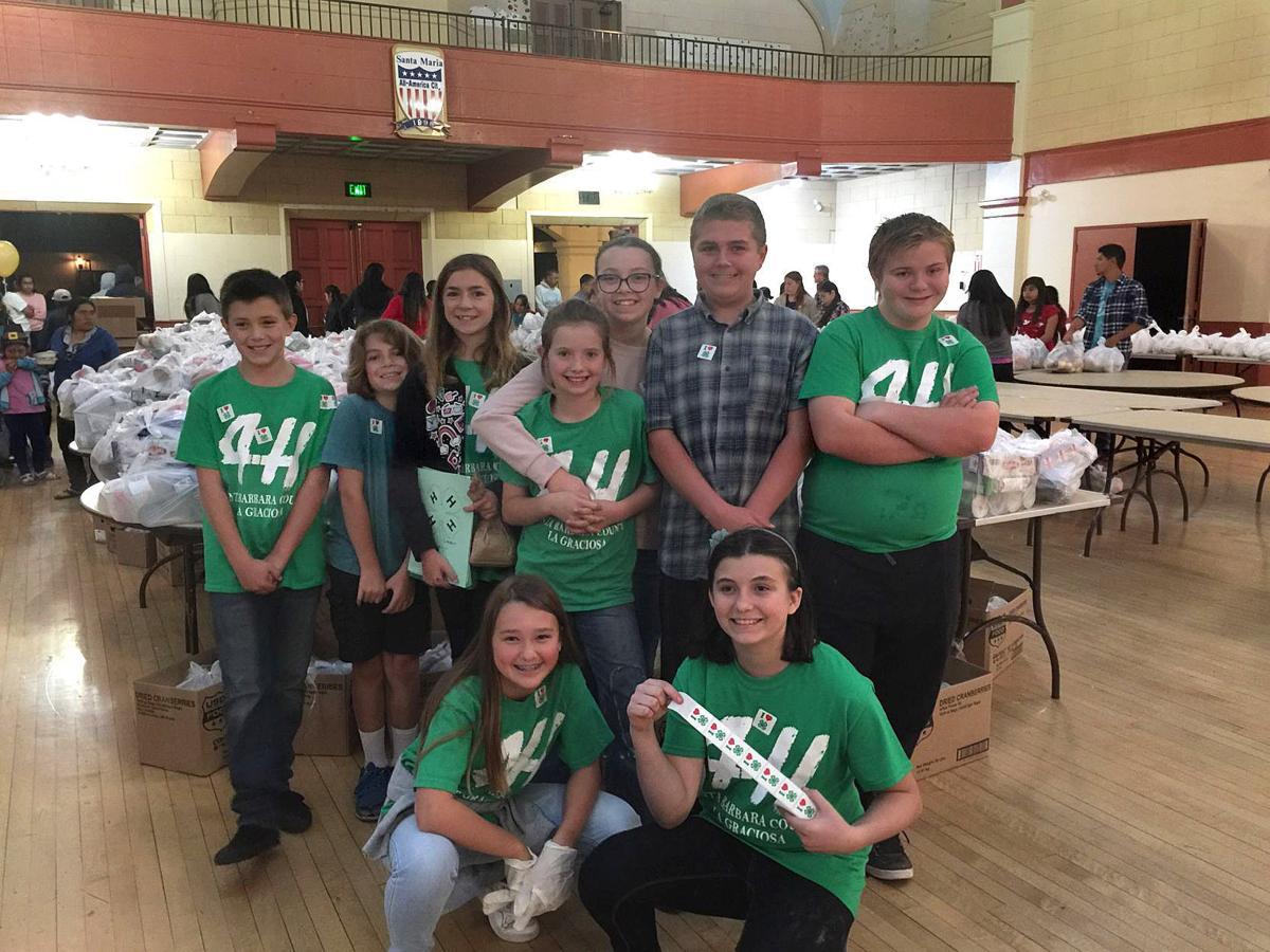 La Graciosa 4-H Club members volunteer at Thanksgiving dinner