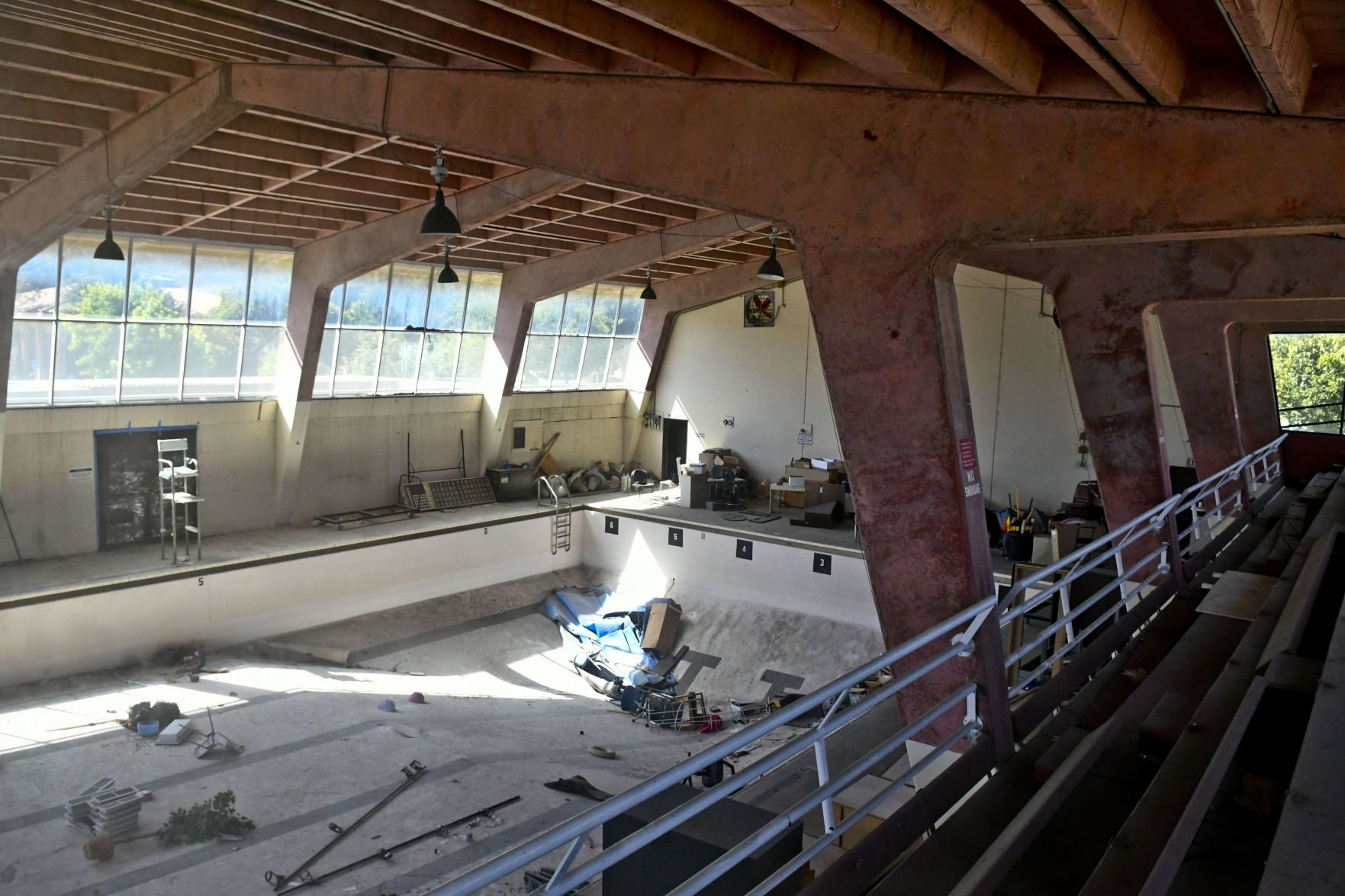 Lompoc Council Approves Demolition Of Old Abandoned Pool Building Local News Santamariatimes Com