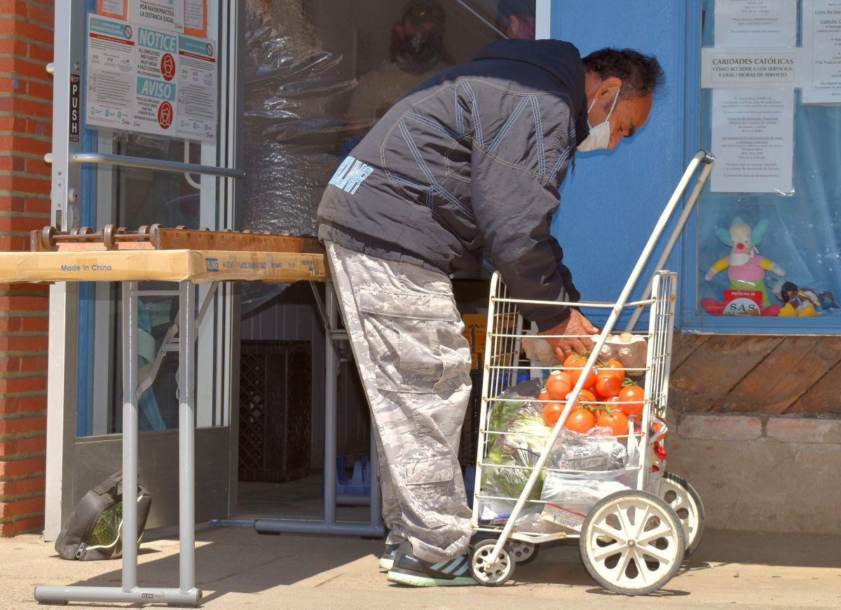 033021-smt-news-foodbank-pandemic-anniversary-001