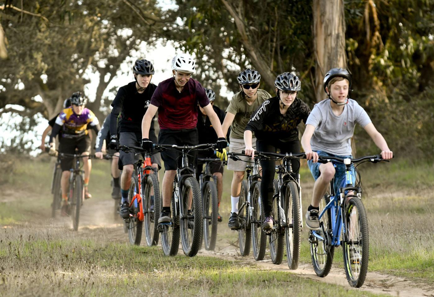020420 SMV Mountain Bike team 01.jpg