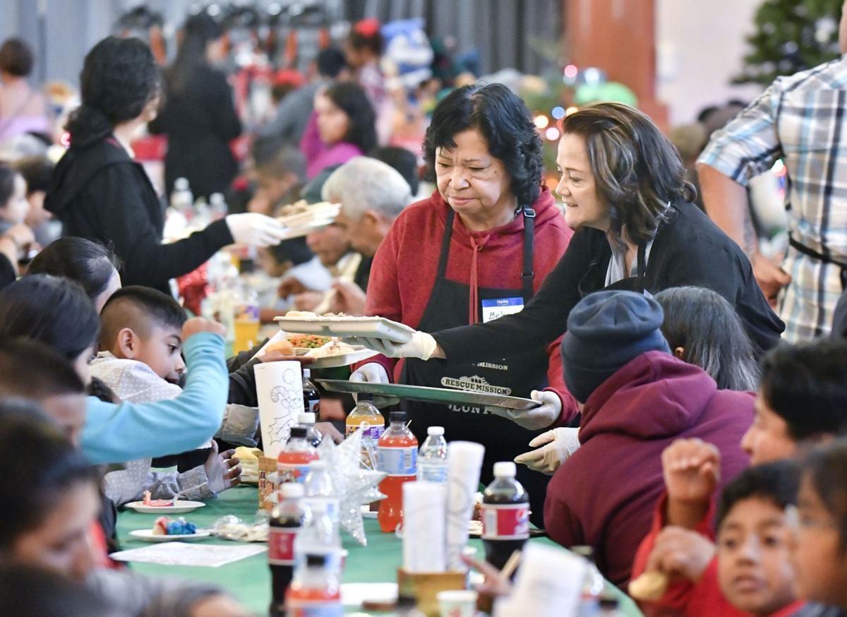 121818 Rescue Mission Christmas 02.jpg