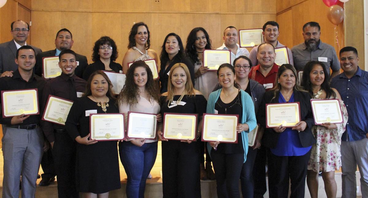 WEV Graduates Set for Business Success (Spanish)