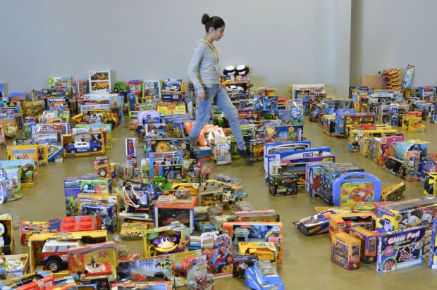 Toys For Tots Volunteer : Toys for tots ready to bring christmas to families local