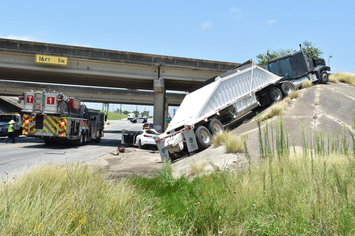2 injured in afternoon wreck on FM 725 | Alert
