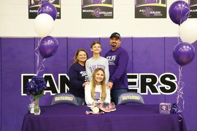 Ivy Kohl signing