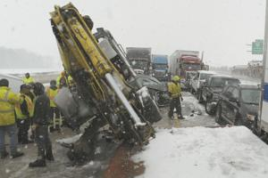 At least 10 vehicles tangle in NB I-75 chain-reaction crash