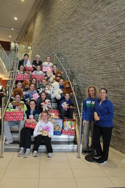NL girls basketball team gives back