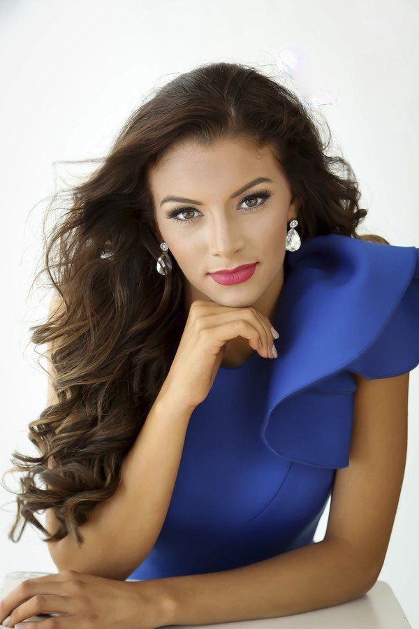 Threevying for Miss Laurel County Homecoming