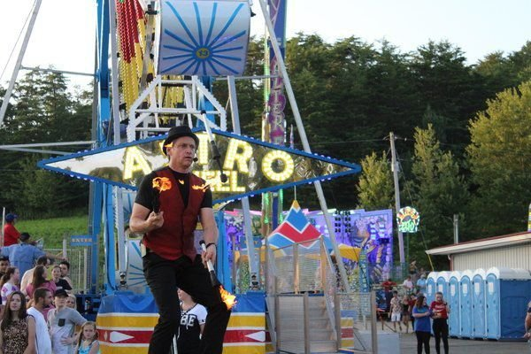 Wade Henry excites with danger and laughs nightly at county fair