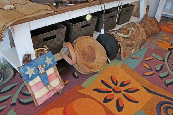 HEART OF THE BLUEGRASS:Leather craftsmanship: Artisan makes authentic leather works of art and utility