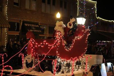 London welcomes in Christmas season with parade