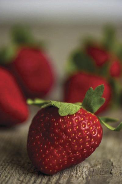 Mulching strawberry plants