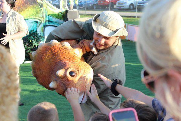 Jurassic Kingdom teaches and entertains kids at county fair