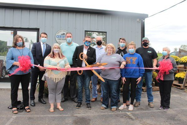 Cornett's Fresh Farm hosts ribbon cutting ceremony