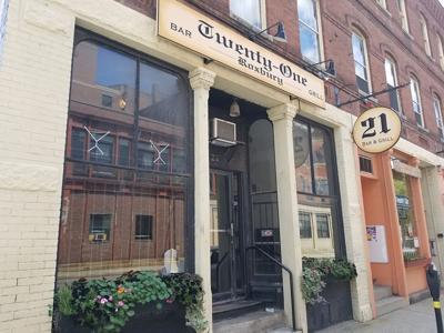 21 Bar & Grill