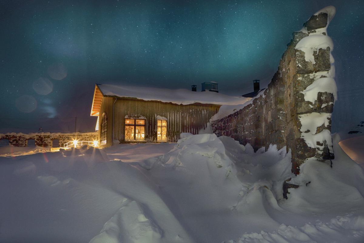 TRAVEL-SKI-ARCTIC