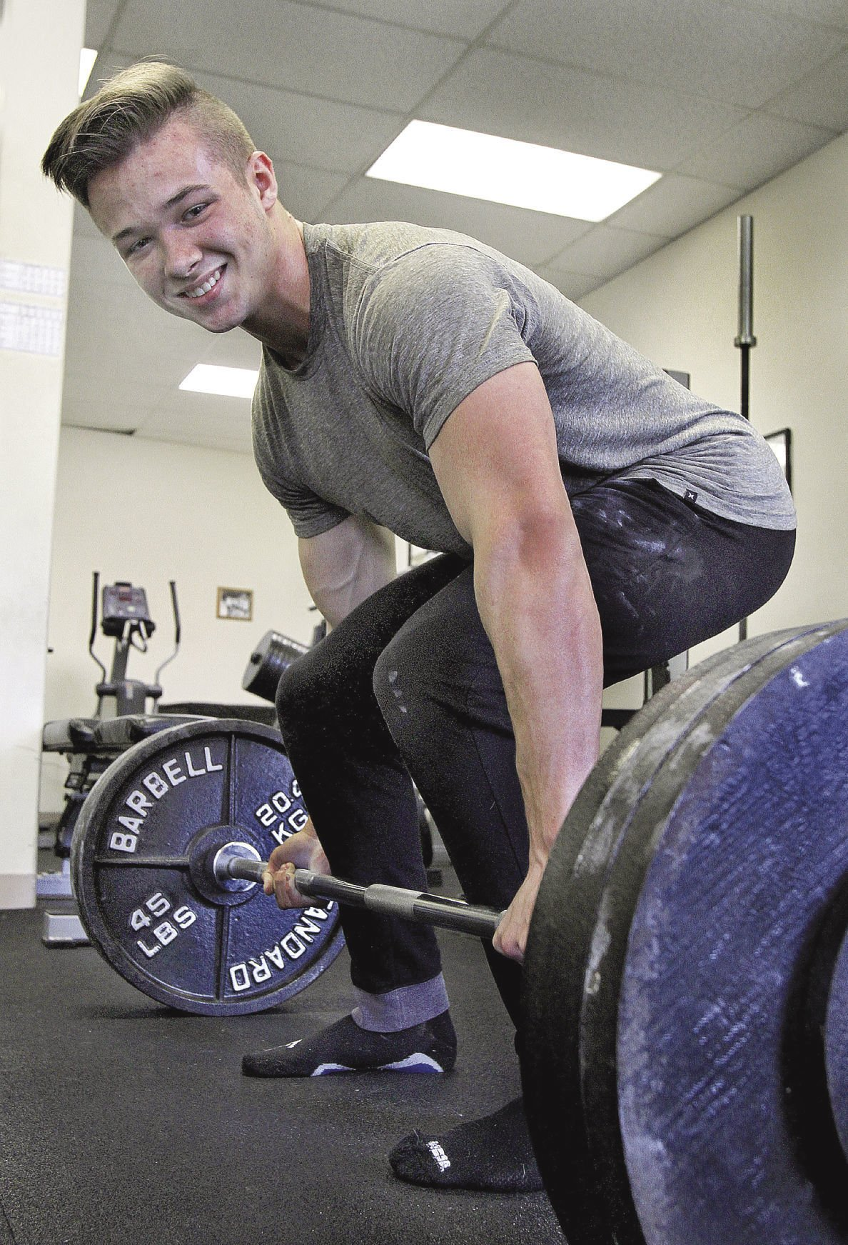 With state title and national ranking, Foster's powerlifting