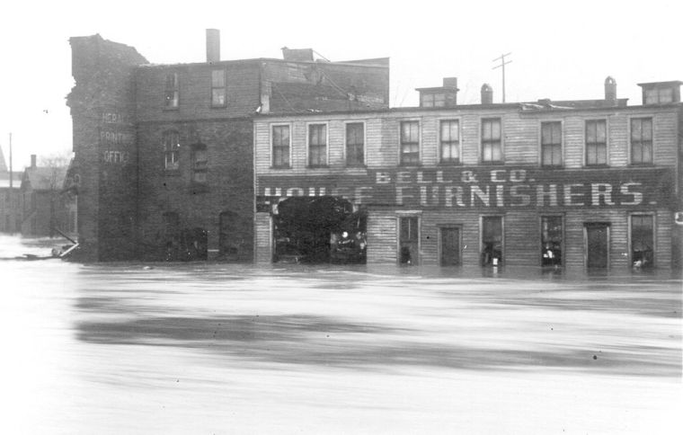 1913 Herald flood ruins