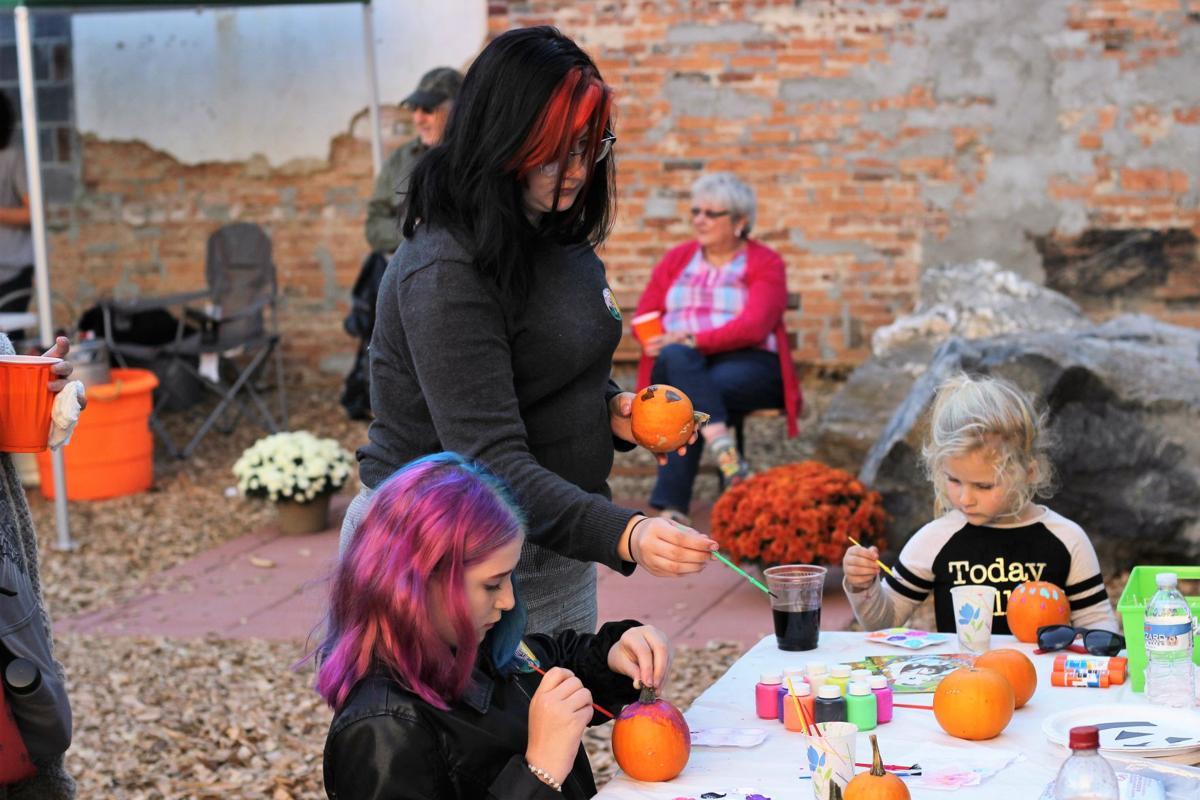 FRONT_Oktoberfest_PumpkinPainting.JPG