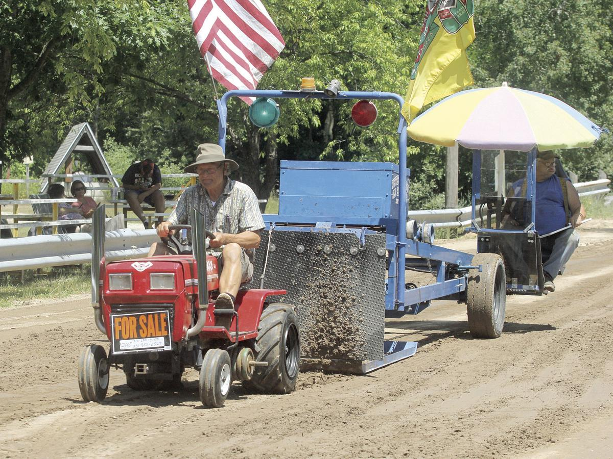 Old Engine Club revs up lawn tractor pulling