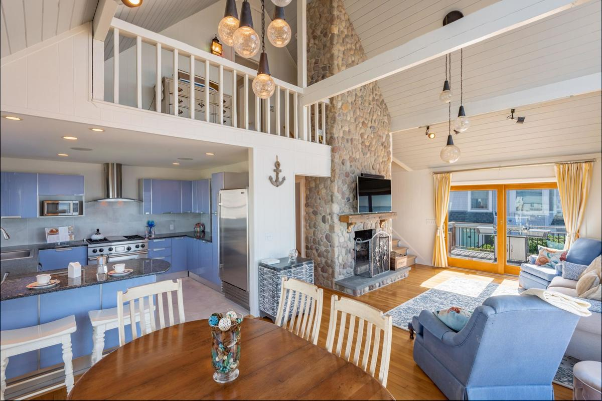 'Beautiful wholesome living' with Sound views in Westbrook