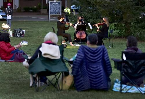 'Only light can dampen the darkness.' Candlelight vigil for the late RBG on Guilford Green draws 300