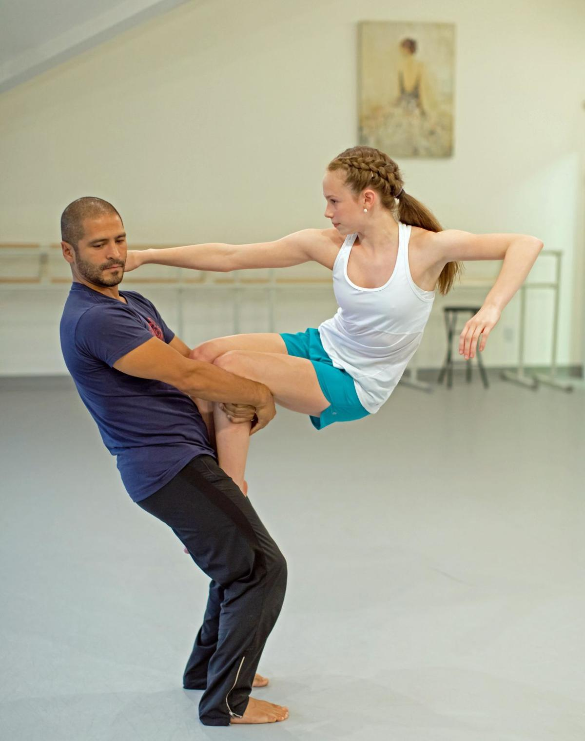 How'd they do that? Guilford dancers awed by Pilobolus master classes