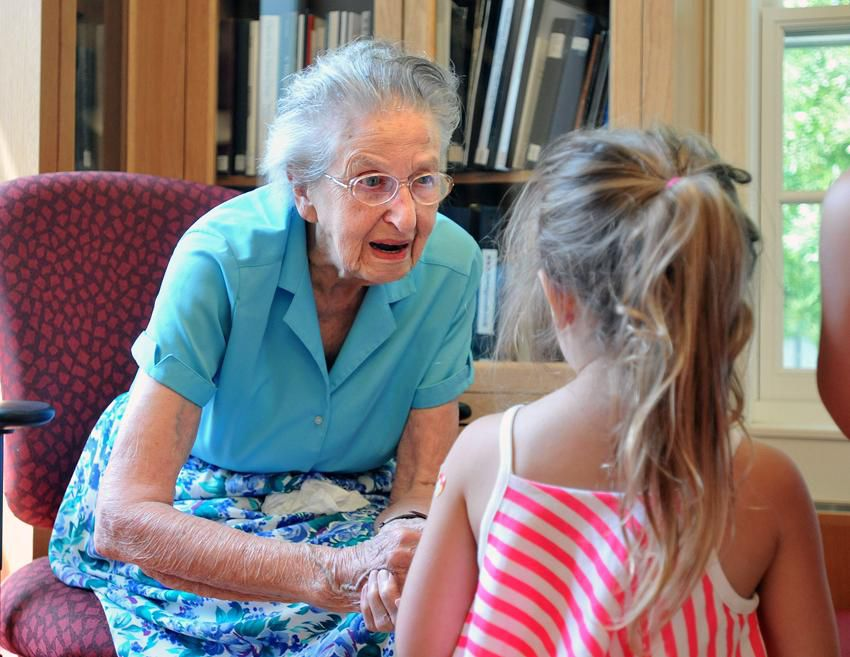 Beloved Guilford librarian Edith Nettleton dies at 105