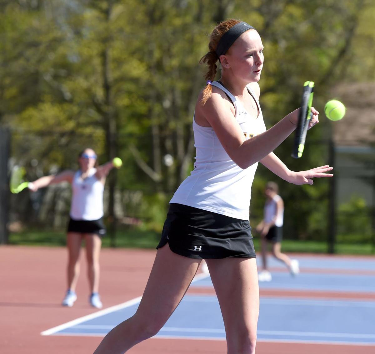 Hand tennis teams riding impressive winning streaks