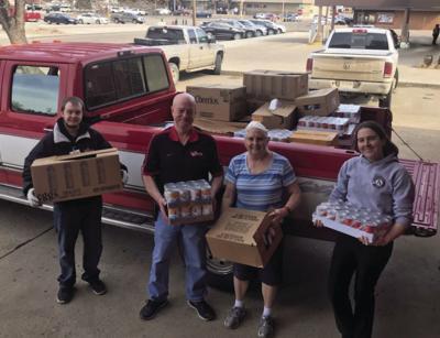 Reynolds Market Donates Food