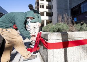 WATCH NOW: Bringing holiday cheer to downtown Sioux City takes work of many volunteers