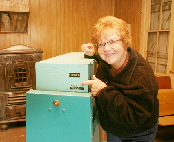 Clay County precinct election official Linda Bryan