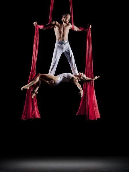 Alexander Streltsov & Christine Van Loo with Cirque de la Symphonie