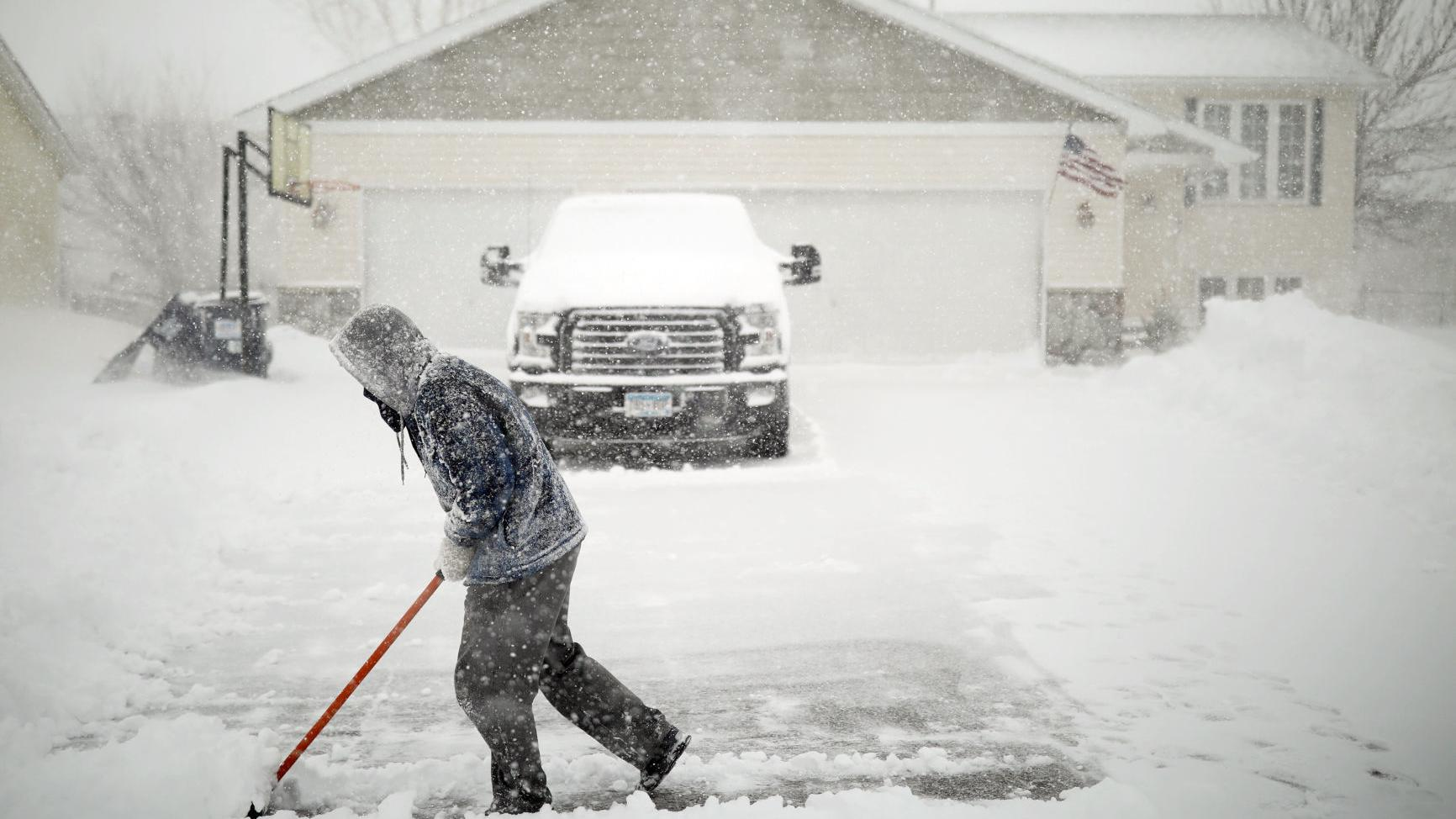 Storm brings freezing rain, heavy snow, strong winds across Midwest