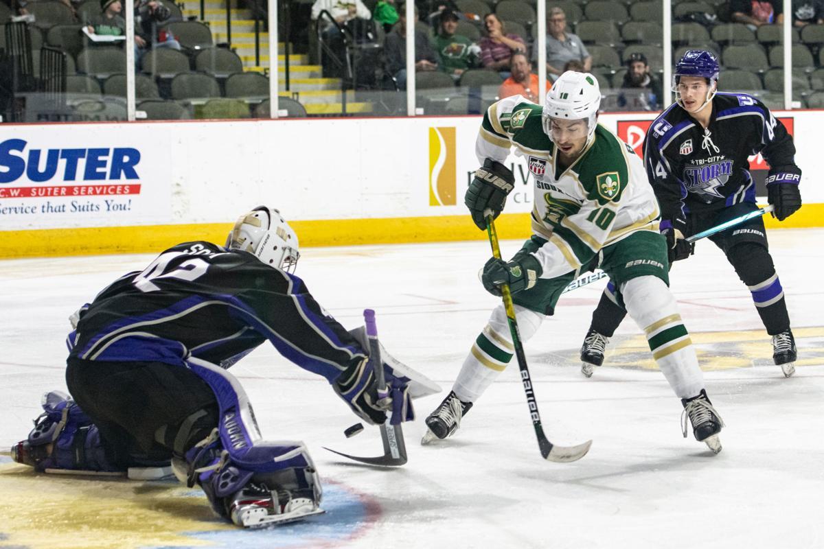 Musketeers vs Tri-City Storm hockey